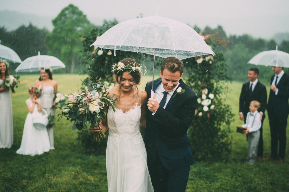 Tak Perlu Pakai Pawang Hujan, Inilah Tips Agar Resepsi Pernikahan Aman Dari Hujan